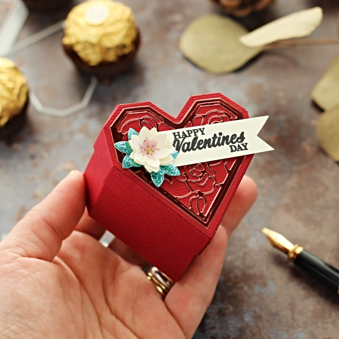 San Valentine's Small Jewellery – Treat Box   Die cutting with the Tonic Craft Kit 28